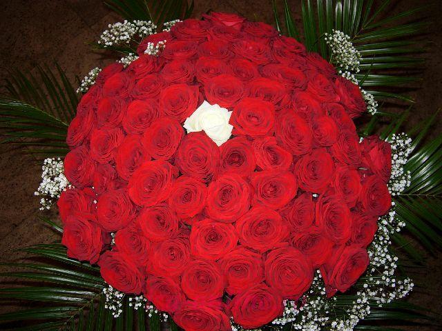 Clic pentru a vedea imaginea mărită Buchet trandafiri rosii