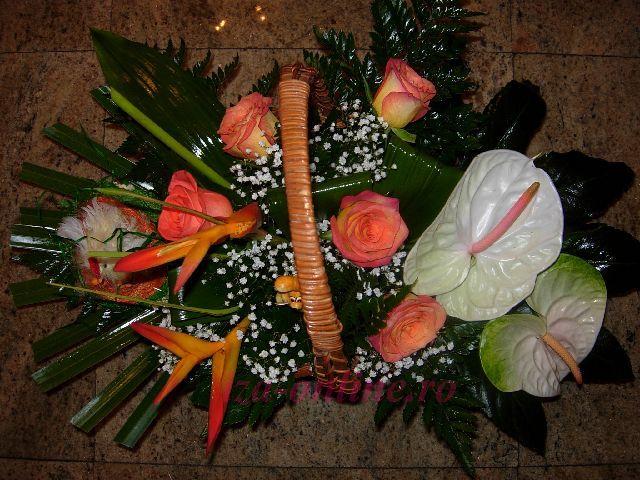 Clic pentru a vedea imaginea mărită Cosulet asortat din flori exotice
