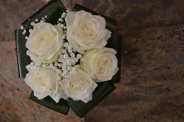 Clic pentru a vedea imaginea mărită Buchet din trandafiri albi