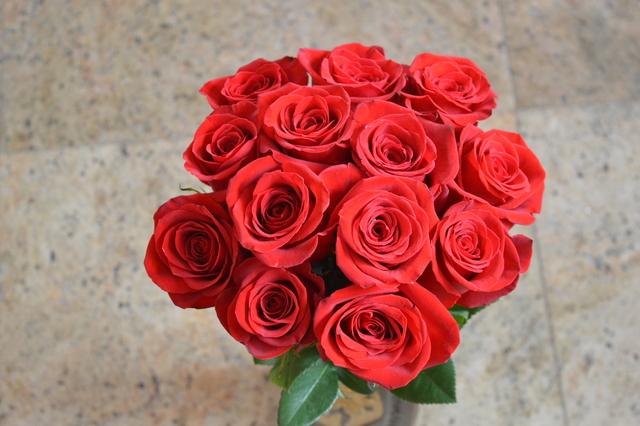 Clic pentru a vedea imaginea mărită Buchet din 13 trandafiri