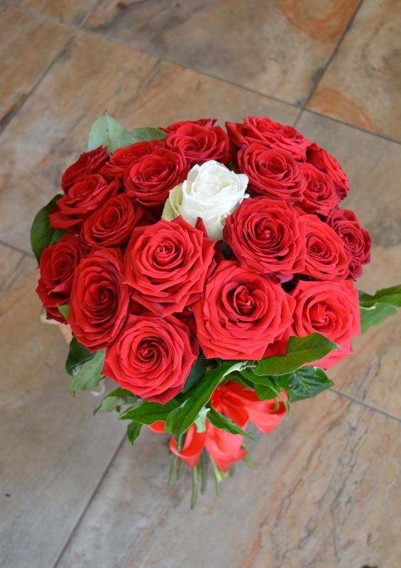 Clic pentru a vedea imaginea mărită Buchet din 21 trandafiri