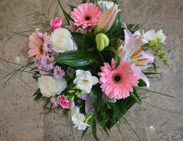 Clic pentru a vedea imaginea mărită Buchet flori mixte