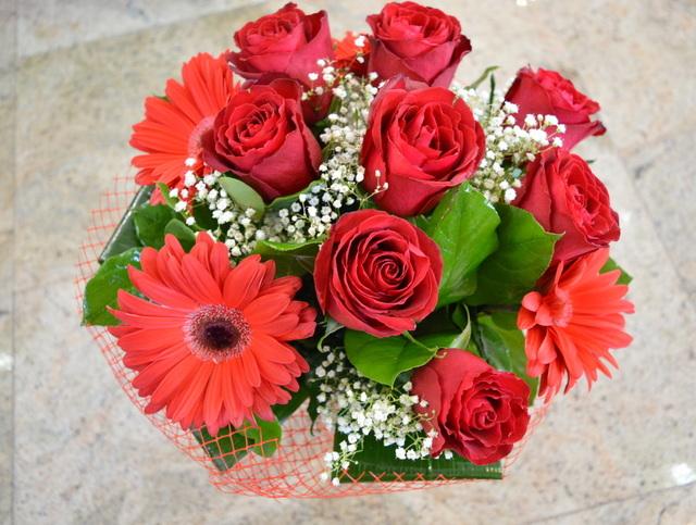 Clic pentru a vedea imaginea mărită Buchet trandafiri si gerbera