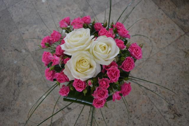 Clic pentru a vedea imaginea mărită Buchet trandafiri albi si minirosa roz