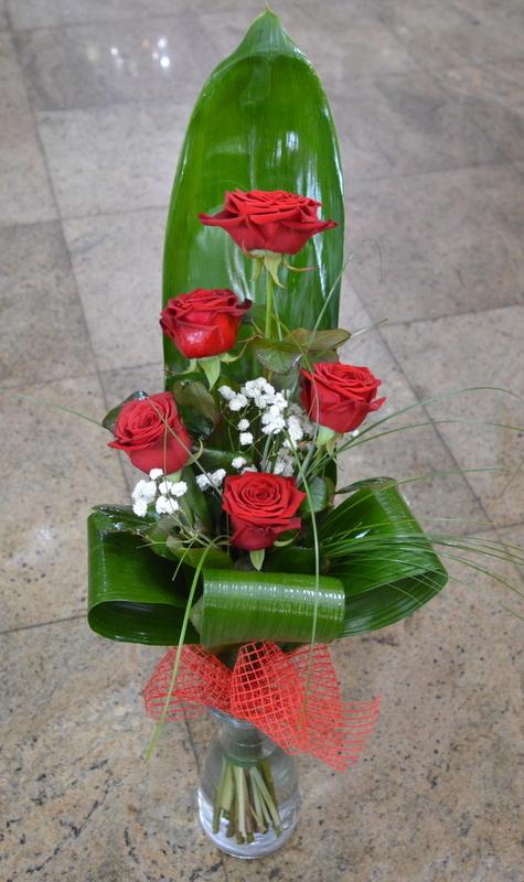 Clic pentru a vedea imaginea mărită Buchet din trandafiri rosii