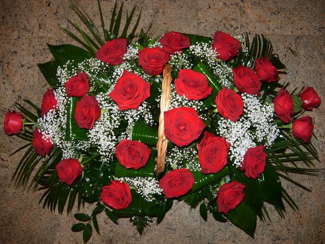 Clic pentru a vedea imaginea mărită Cosulet cu trandafiri rosii