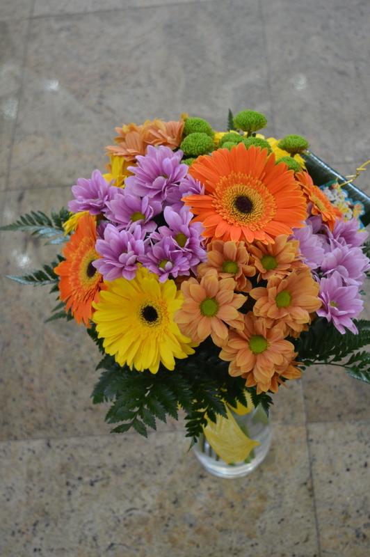 Clic pentru a vedea imaginea mărită Buchet gerbera si crizanteme color