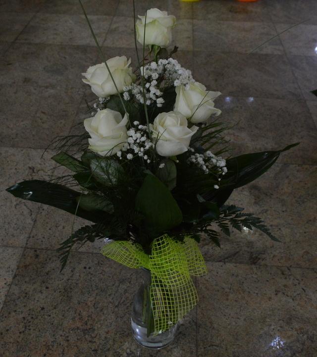 Clic pentru a vedea imaginea mărită Buchet trandafiri albi